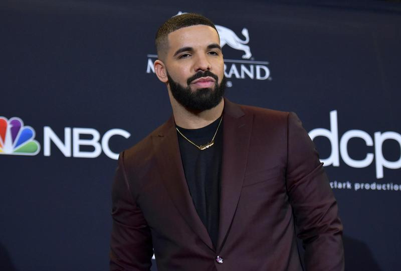 Drake poses at Billboard Music Awards