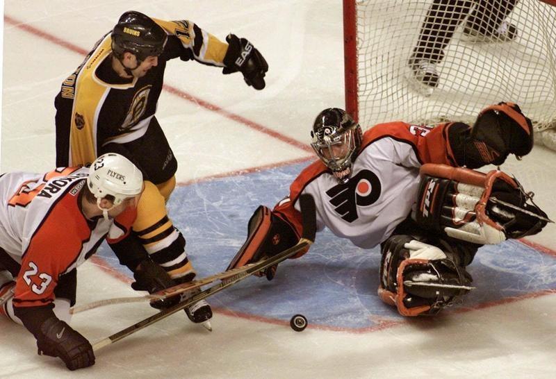 Philadelphia Flyers goalie Roman Cechmanek