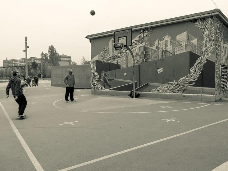 Men playing basketball at Gleisdreieck Park