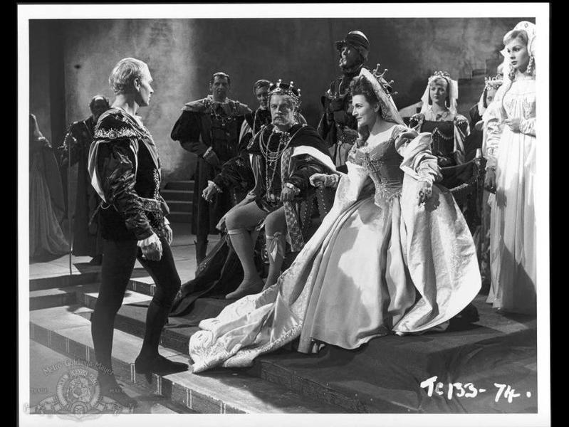 Laurence Olivier, Jean Simmons, Eileen Herlie, and Basil Sydney in Hamlet