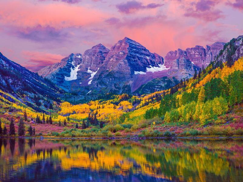 Maroon Bells autumn aspen trees, lake reflections, Aspen Colorado