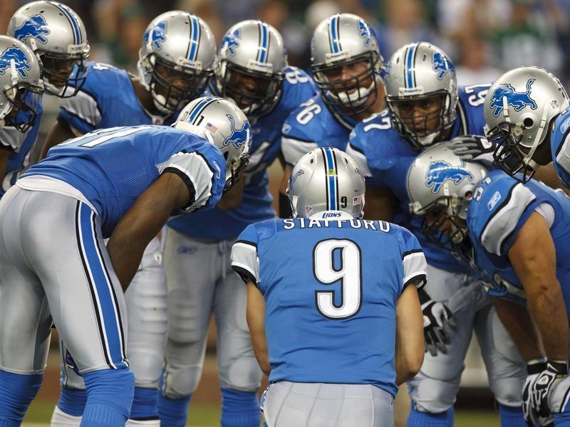 Detroit Lions huddle
