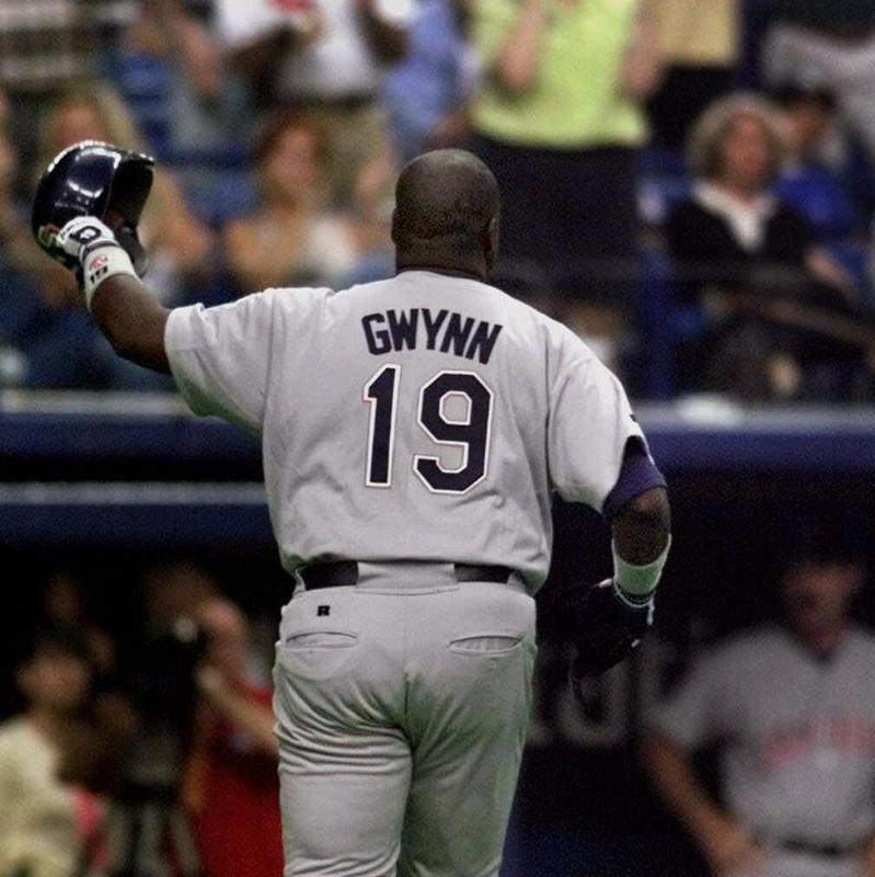 San Diego Padres' Tony Gwynn acknowledges crowd