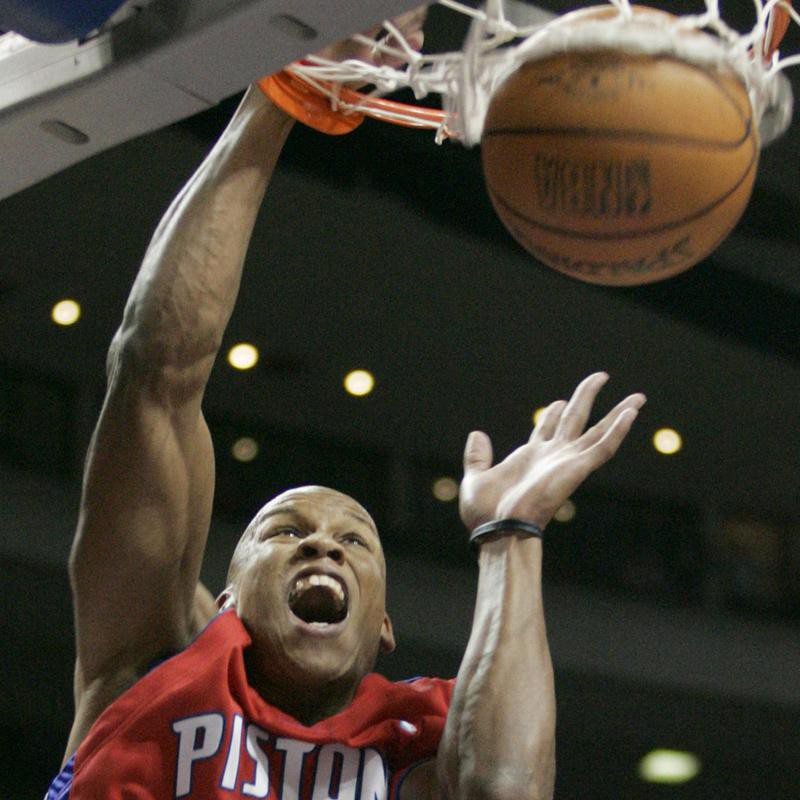Maurice Evans dunks