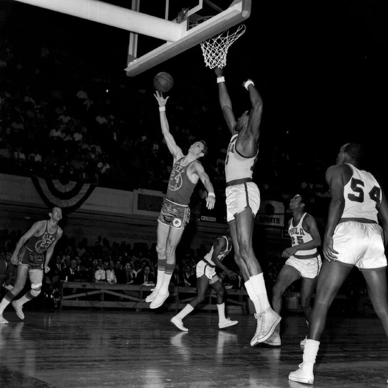 San Francisco Warriors Rick Barry tries hook shot