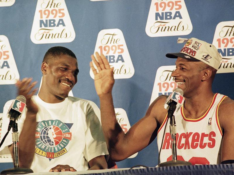 Hakeem Olajuwon and Clyde Drexler high five