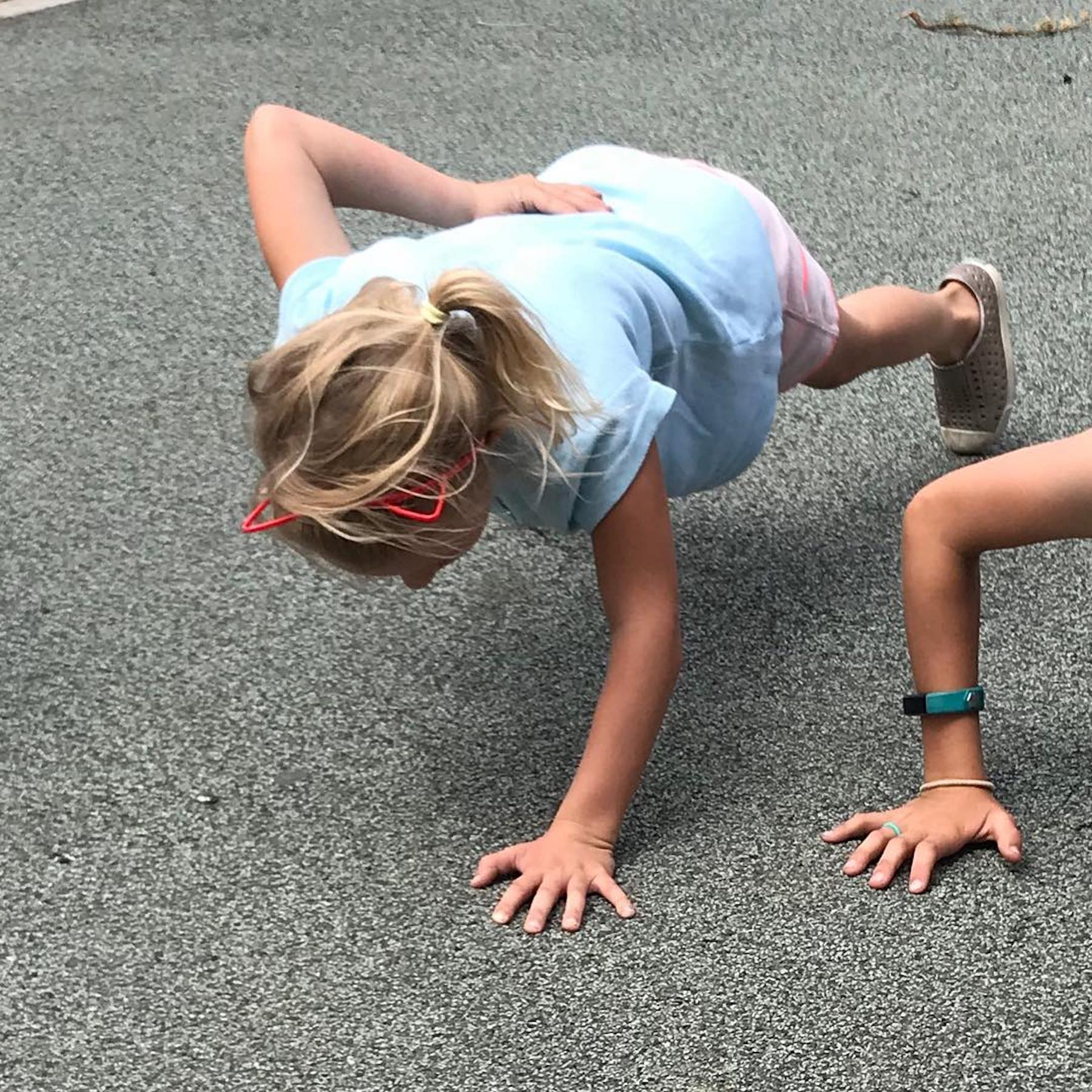 One-handed push-up