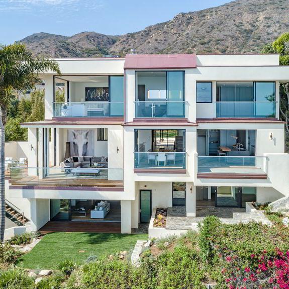 Seth MacFarlane Bought a Very Zen Home on Malibu Beach for $16M