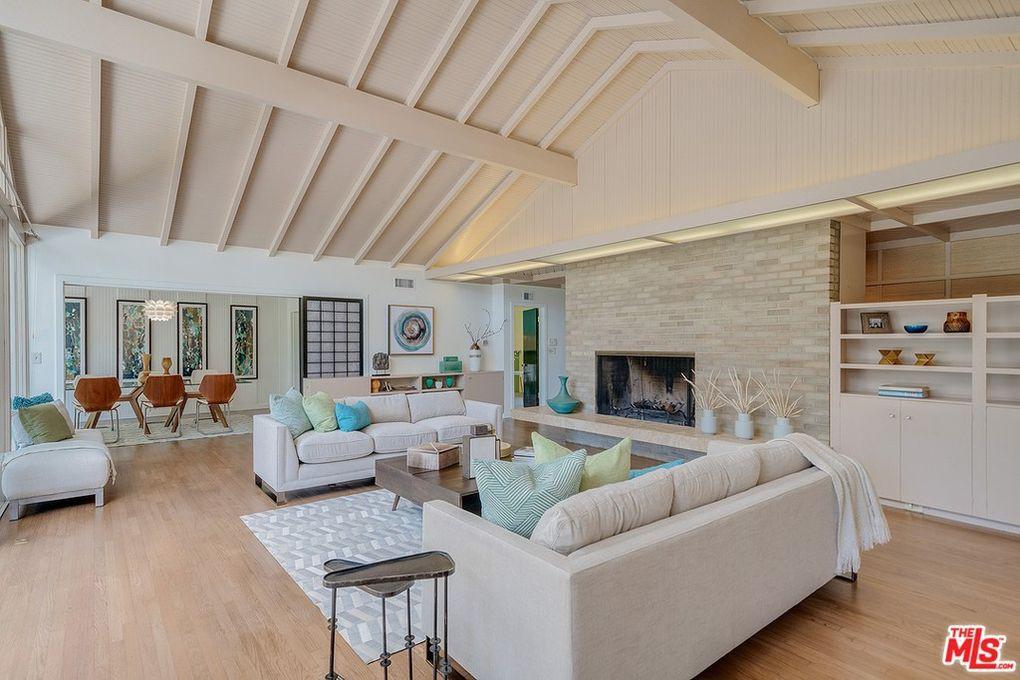 Golden Girls living room