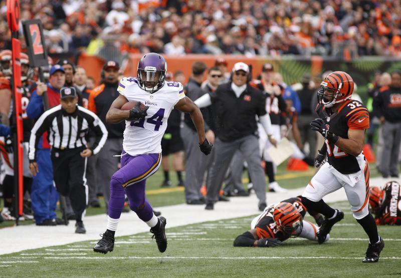 Cordarrelle Patterson runs for a touchdown