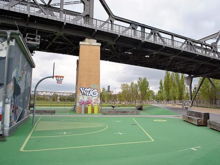 Basketball courts at Gleisdreieck Park