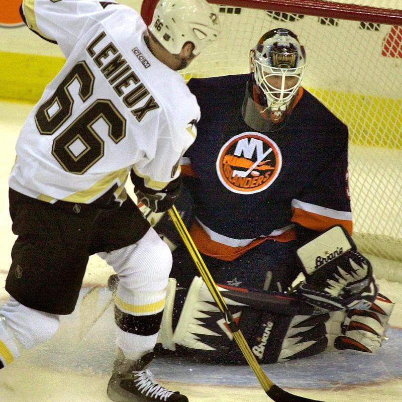 Mario Lemieux fires first period goal goal past New York Islanders