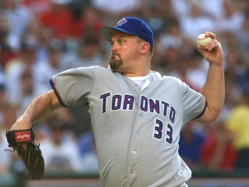David Wells pitches delivers a pitch