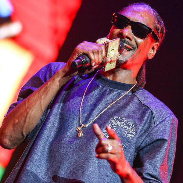 How Snoop Dogg Became One of the Richest Rappers