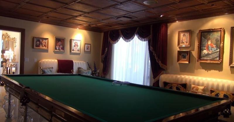 Wayne Newton's pool room