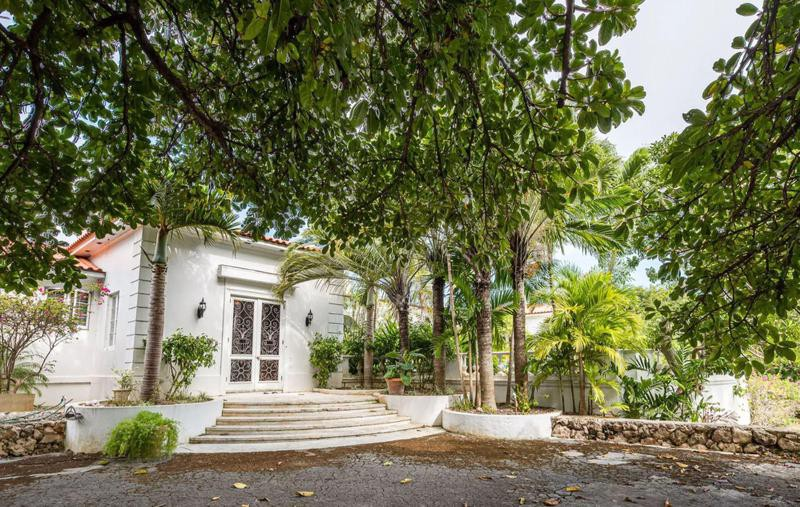 Large house with trees in the Bahamas