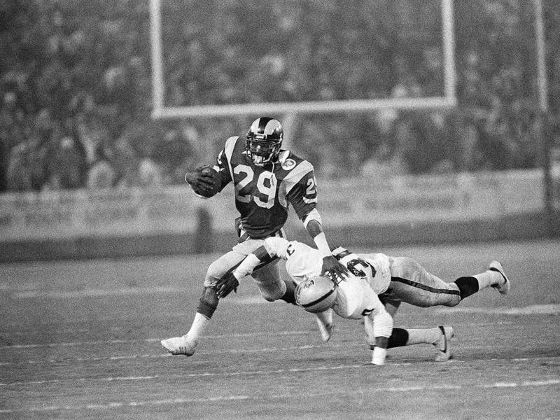 Eric Dickerson running against the Los Angeles Raiders