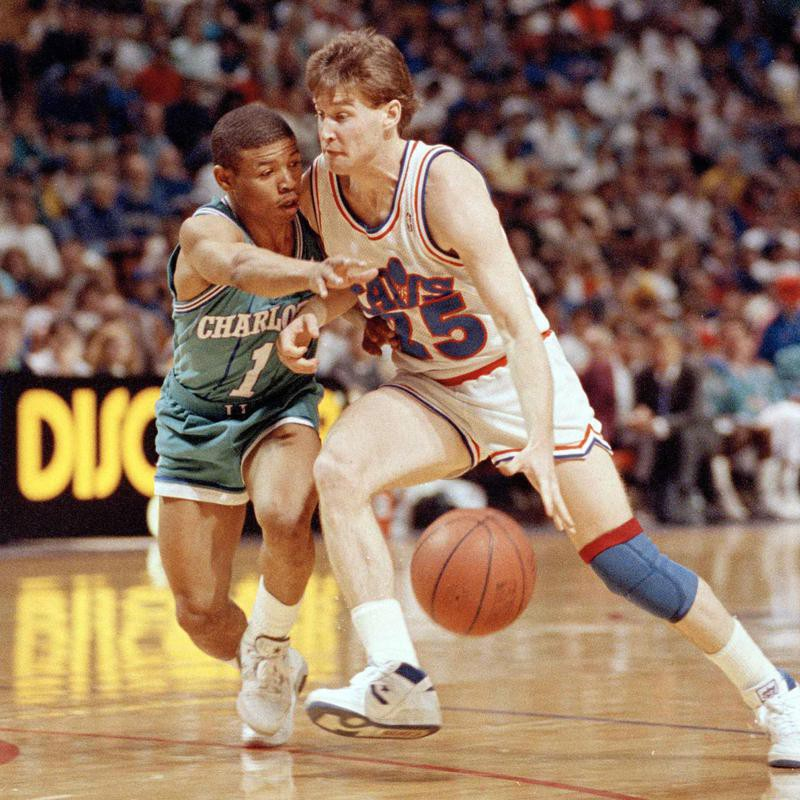 """Mark Price drives against """"Muggsy"""" Bogues"""