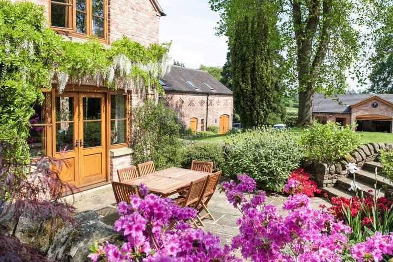 Cottage garden in Manchester, England