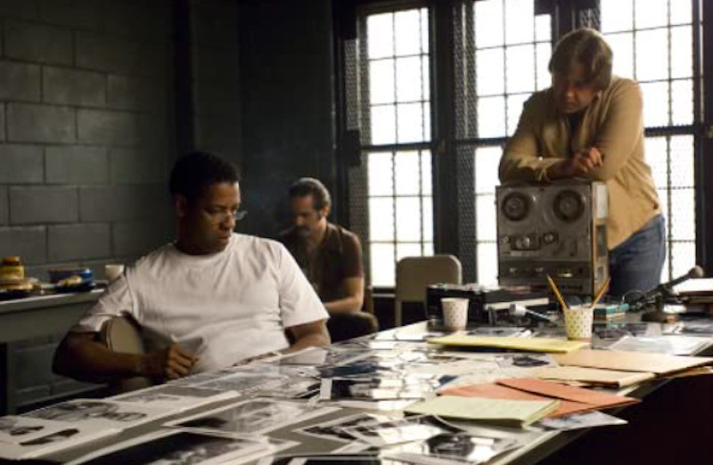 Russell Crowe, Denzel Washington, and Yul Vazquez in American Gangster