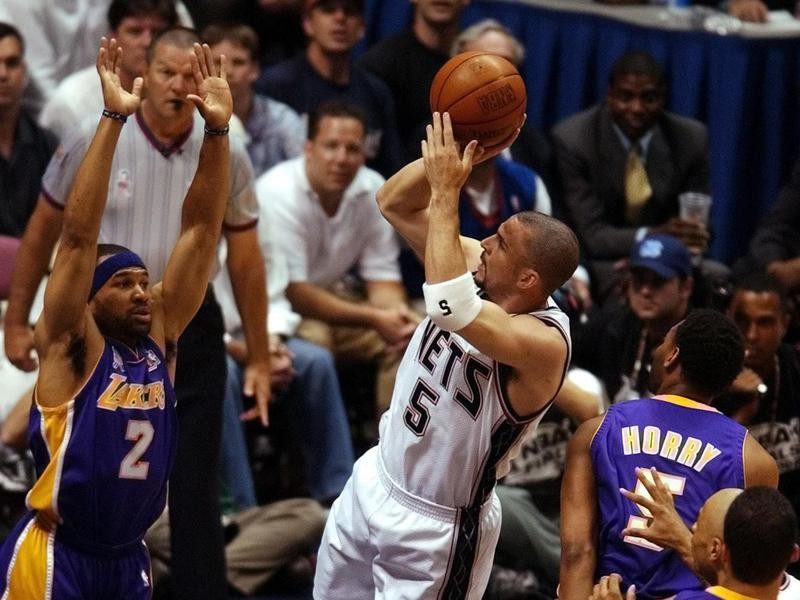 Jason Kidd shoots over Derek Fisher