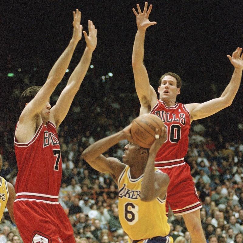 Jud Buechler defends Lakers guard Eddie Jones
