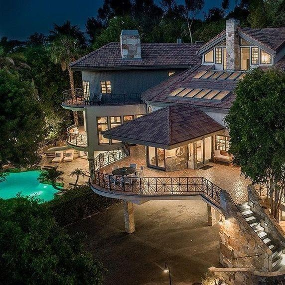 Selena Gomez Bought Tom Petty's $4.9 Million Mansion
