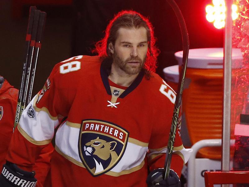 Jaromir Jagr walks out on the ice