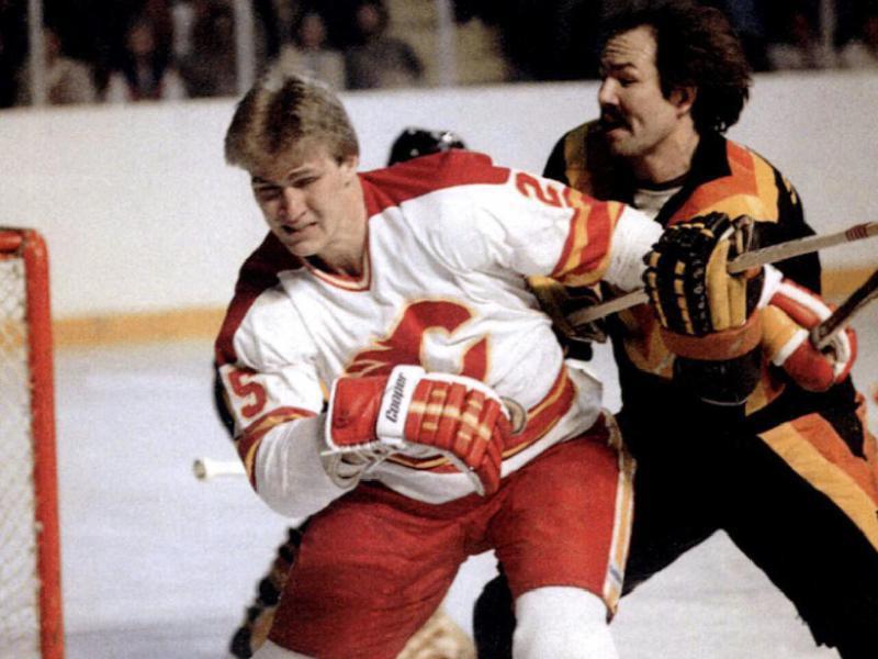 Calgary Flame Willi Plett