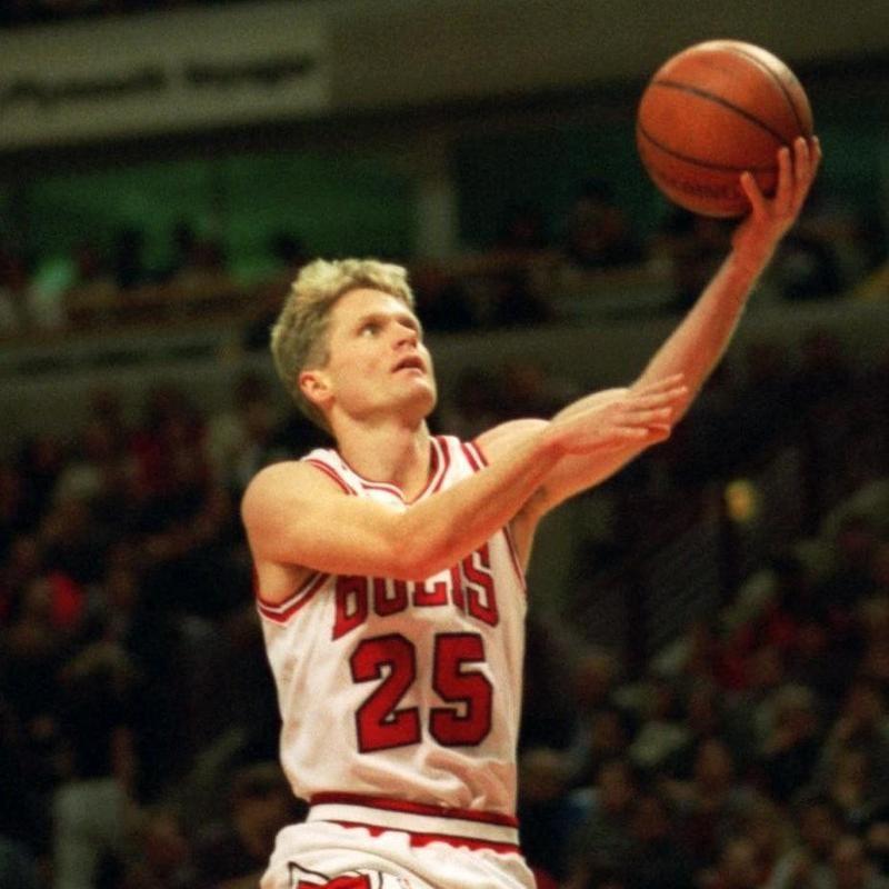 Steve Kerr goes up for basket against Dallas Mavericks