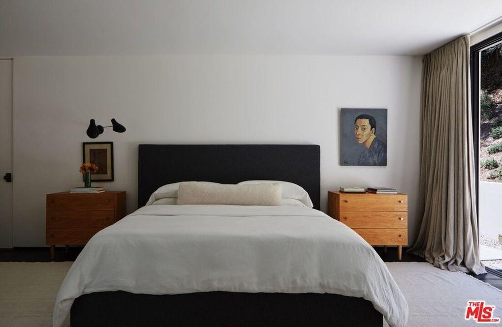 Bobby Flay's bedroom