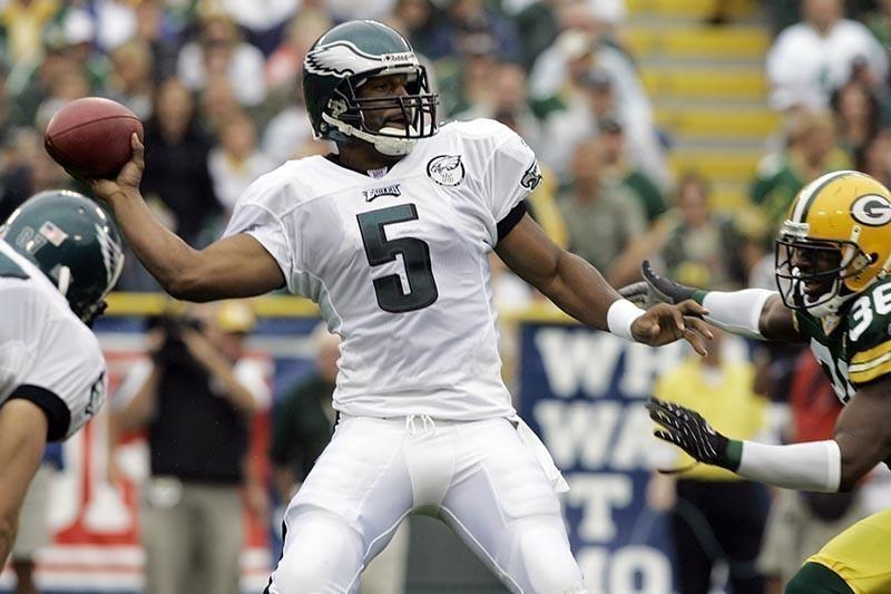 Donovan McNabb playing quarterback for Philadelphia Eagles