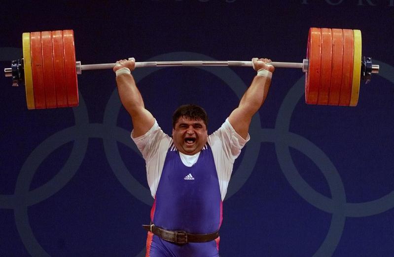 Hossein Rezazadeh lifts 260 kilos