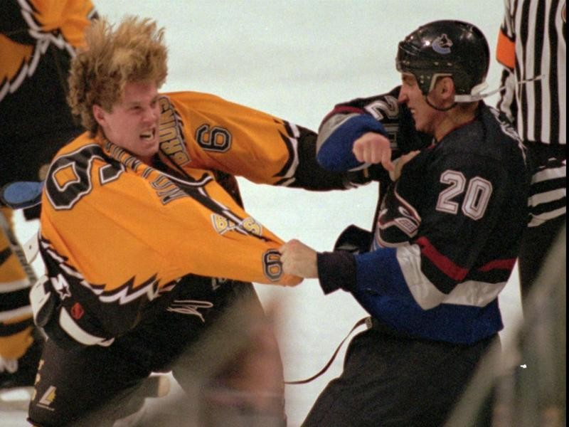 Joe Thornton fights early in his career