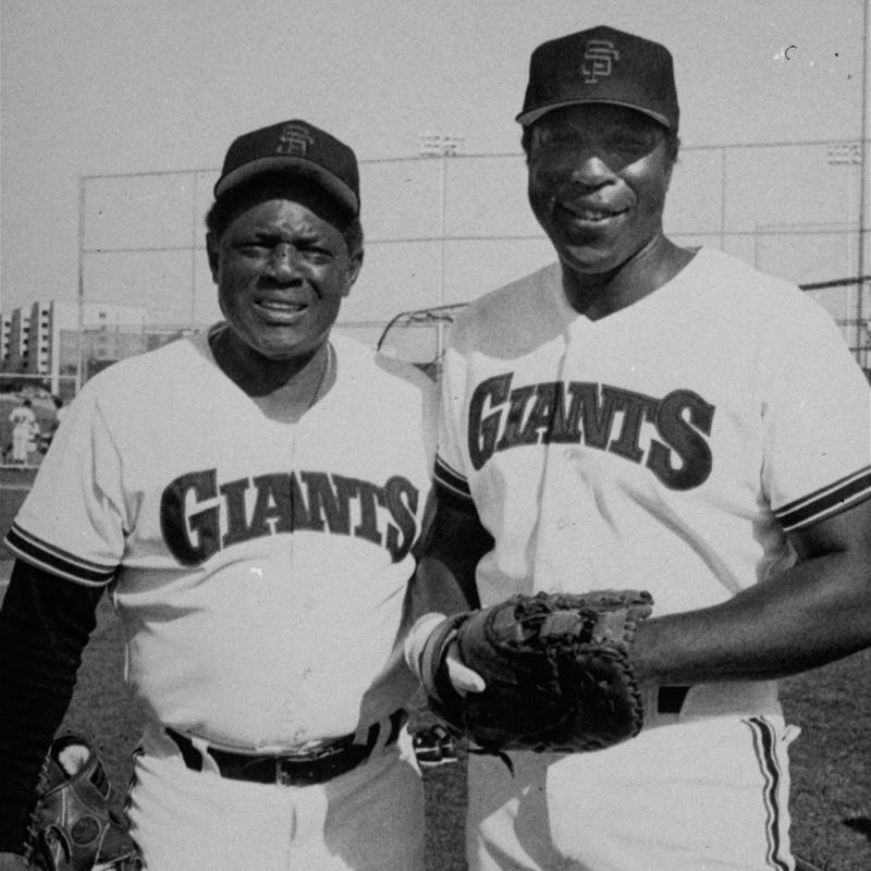 Willie Mays and Willie McCovey pose for a picture