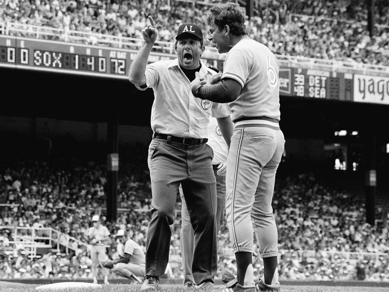 Bobby Cox gets ejected
