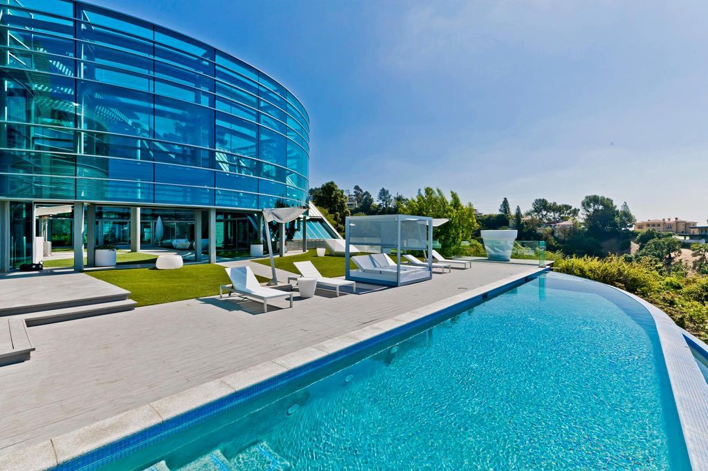 Justin Bieber house and pool