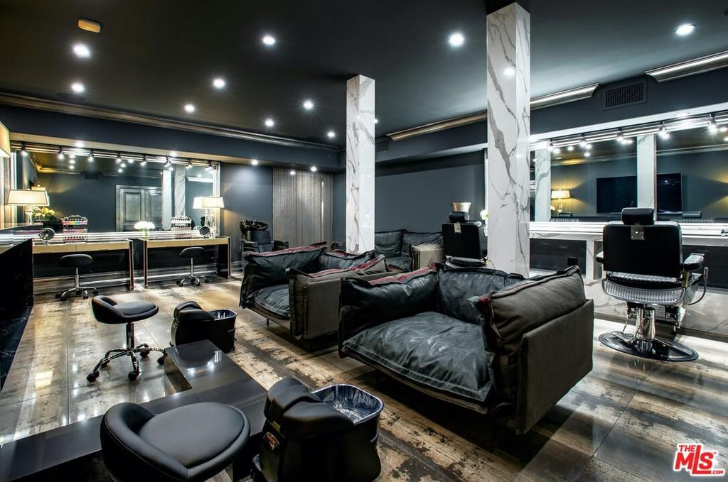 Interior massage parlor