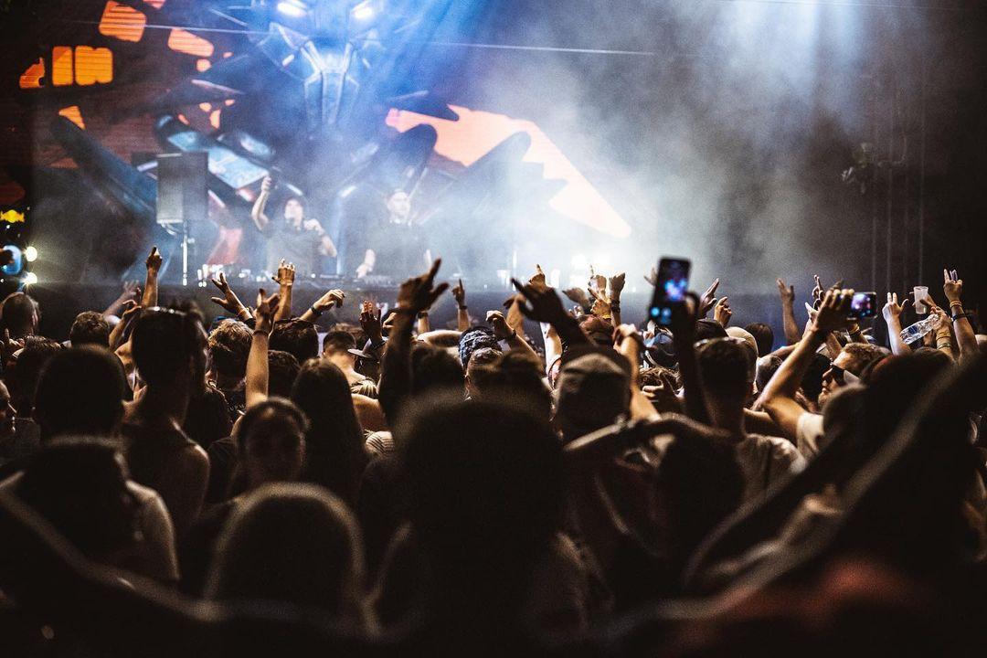 Let It Roll concert scene