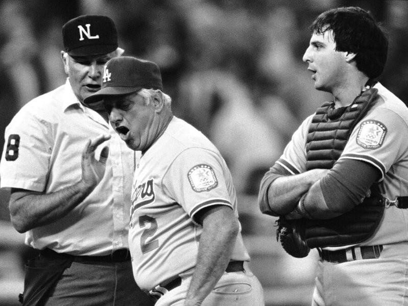 Tommy Lasorda argues with first base umpire Andy Olsen