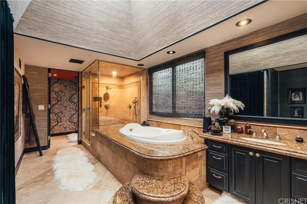 Tommy Lee's bathroom
