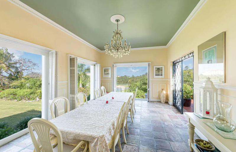 Large dining nook