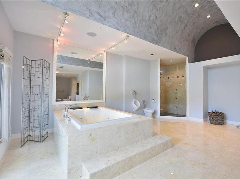 Shaq's bathroom
