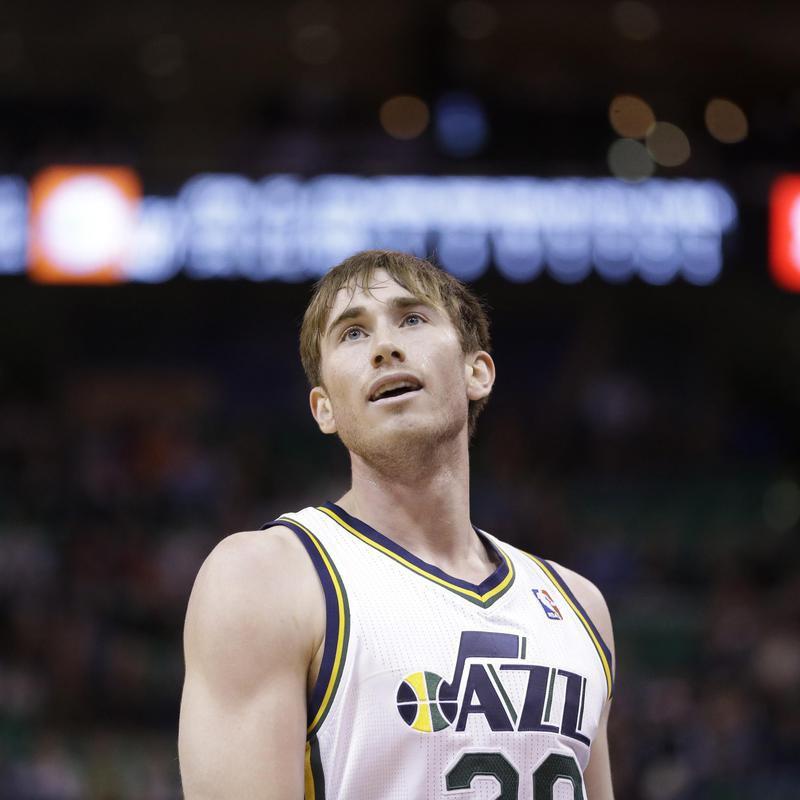Utah Jazz's Gordon Hayward looks at scoreboard