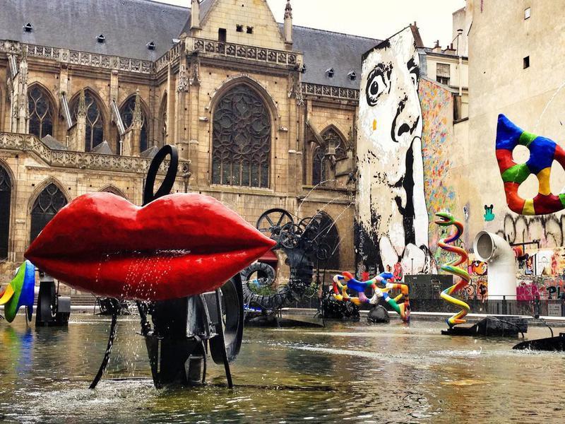 Stravinsky fountain next to centre Pompidou
