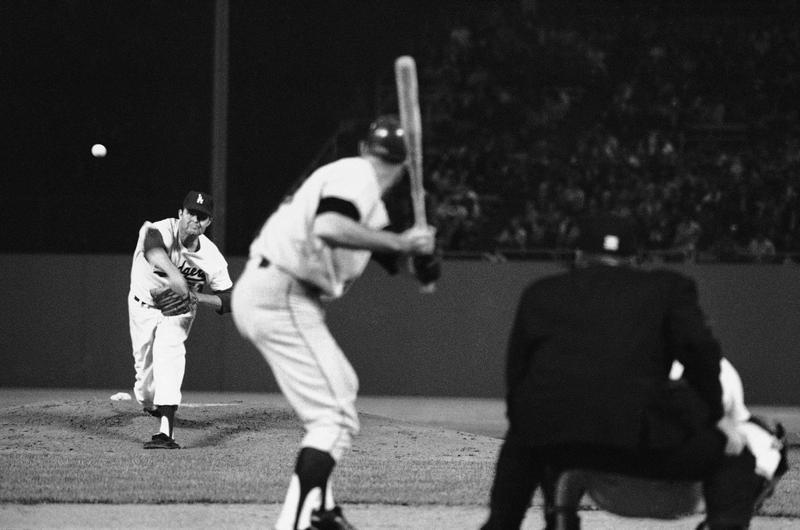 Don Drysdale pitches against San Francisco Giants