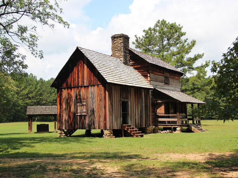 Vann's Tavern, a tavern built by James Vann. Relocated to New Echota in 1955.