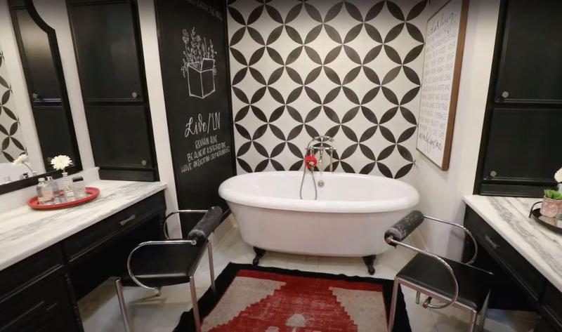 Duck Dynasty bathroom