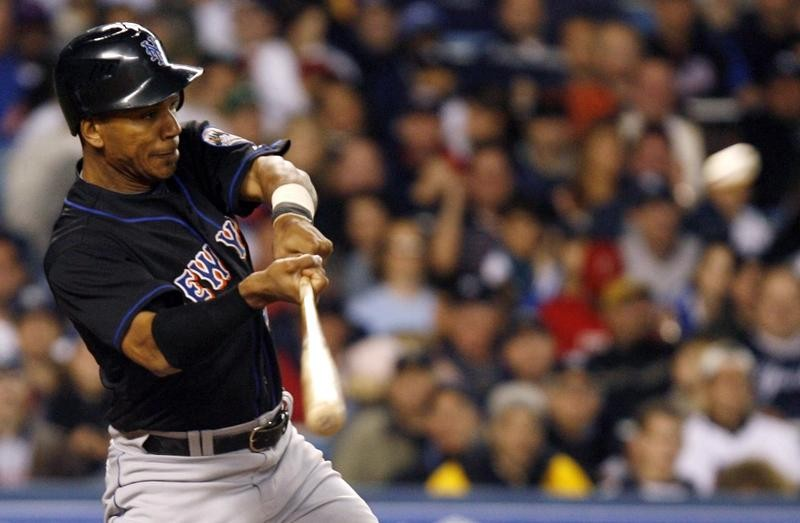 Moises Alou hits two- run single against New York Yankees