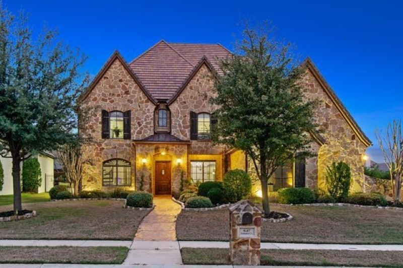 Large house in the Dallas-Fort Worth Area